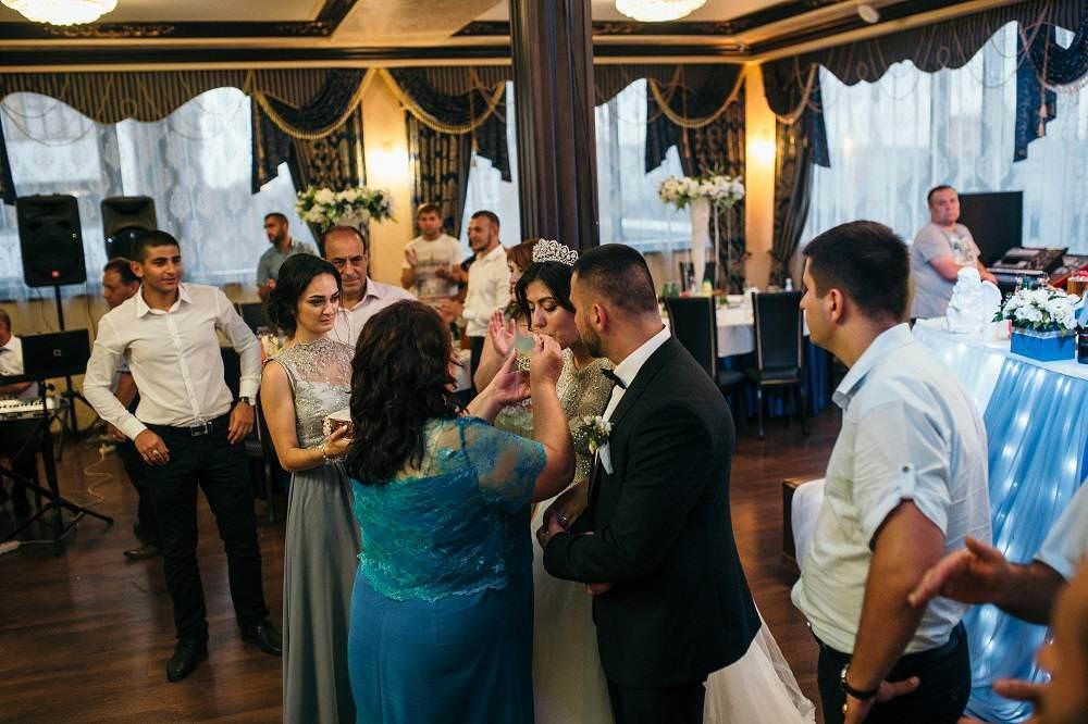 Традиции армянской свадьбы: шабаш и прыжки через костер