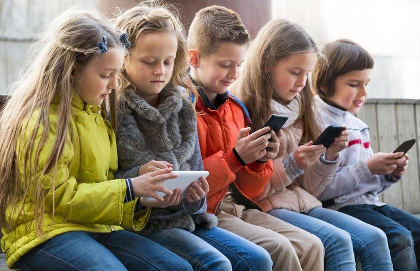 Имеют ли право забирать мобильный телефон в школе?