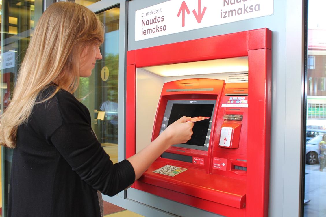 Когда нужно обязательно менять банковскую карточку?