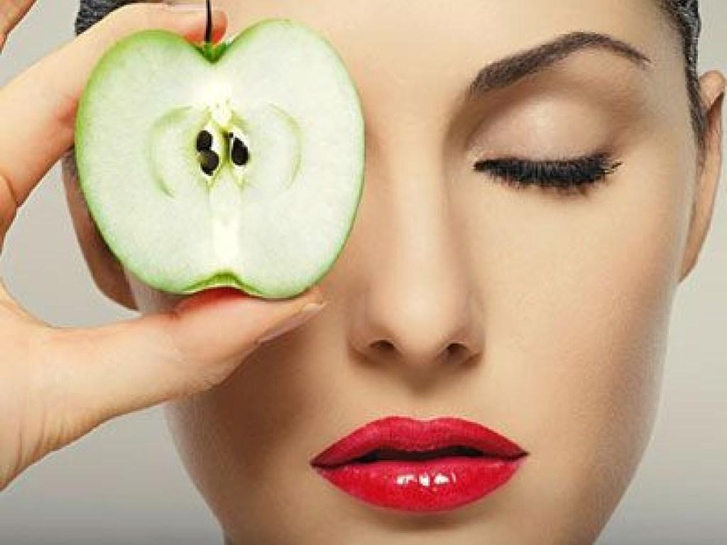 Покраснеешь как помидор: Почему не стоит делать маски из овощей и фруктов?