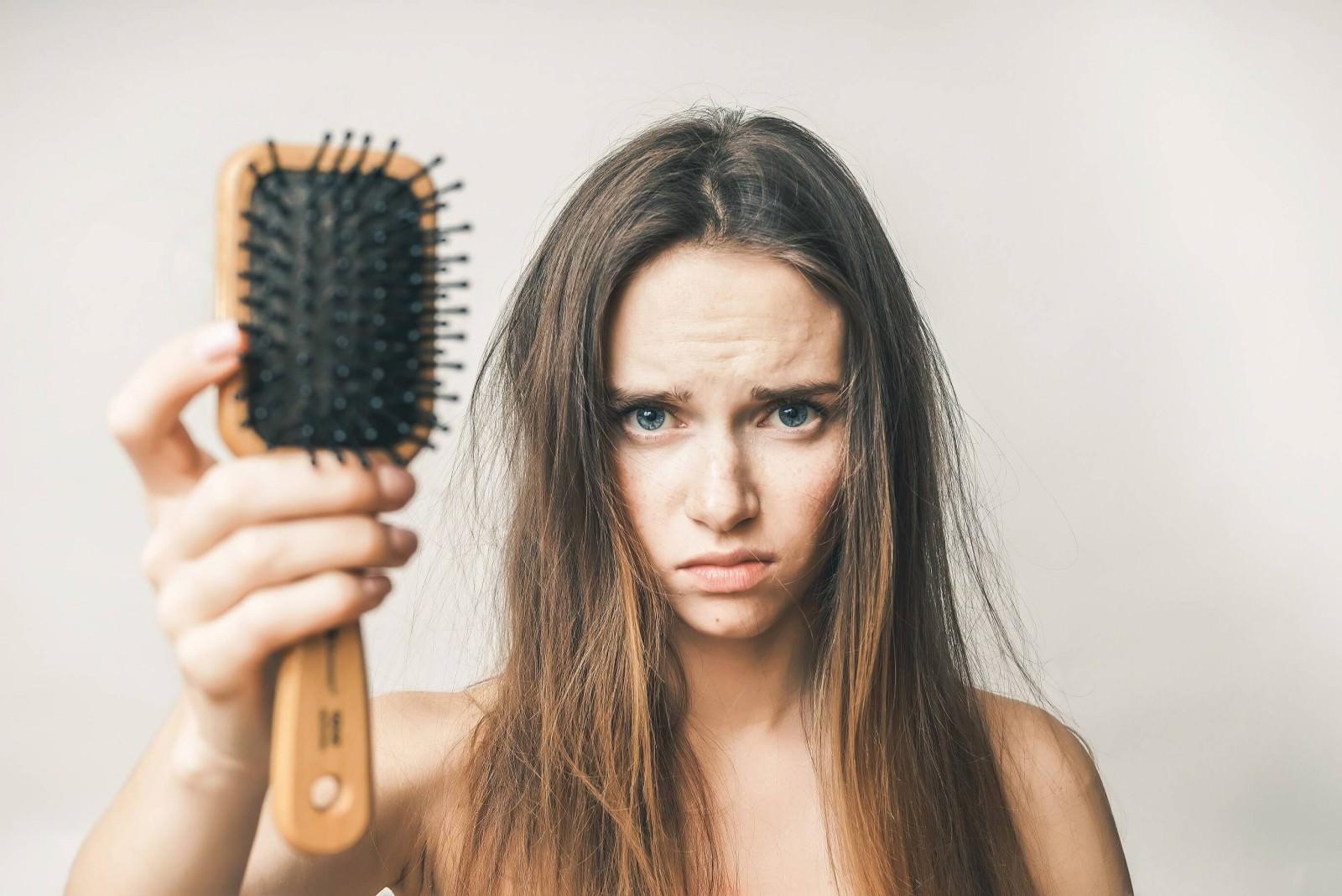 Почему выпадают волосы и как это остановить: Советы врача